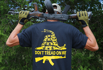 AKOU T-Shirt: Don't Tread on Me